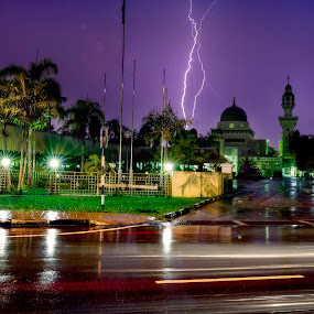 Lambak Mosque by Mohamad Sa'at Haji Mokim - Buildings & Architecture Places of Worship ( mosque, weather, architecture, storm, rain )