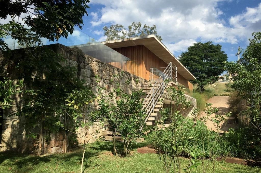 Casa Atibaia com Projeto arquitetônico de Marcio Kogan, espaços amplos, fino acabamento, lazer completo, em harmonia com a natureza!