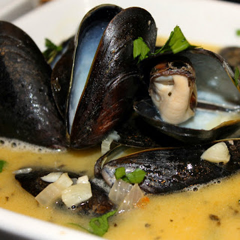 Mussels in White Wine Garlic Sauce