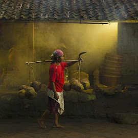 Coconut Seller by Henry Kurniawan - People Portraits of Men ( journalism, indonesia, worker, man, daylight, portrait, borobudur )