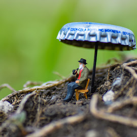 It's so Lonely When You Don't Know Yourself . by Djanoear Rahman - Artistic Objects Toys ( figures, preiser, preiserphotography, miniature )