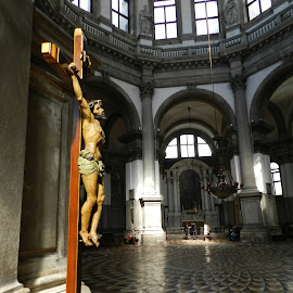 Le CHRIST de LA SALUTE, VENISE, ITALIE by Ramade Genevieve - Buildings & Architecture Statues & Monuments