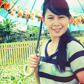 girl with umbrella by Luther Lumentah - People Portraits of Women ( kiwol, lutherweb, umbrella, girlfriend, pacar, luther, lumentah, yolanda, love, girl, dona, lovely, partner, couple, smile, payung, friend, smiling )