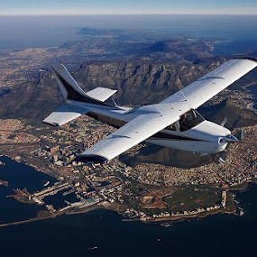 USA to SA in a Cessna 210 by Anthony Allen - Travel Locations Air Travel ( table mountain, table bay, cessna 210, cape town )