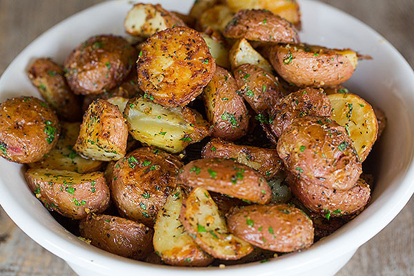 Garlic-Herb & Parmesan Roasted Red Potatoes Recipe | Yummly