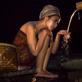 Di Pancuran by Doeh Namaku - People Portraits of Women
