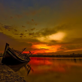 Sunset in Kampong Batu Putih Sandakan by Armie YS Yusop Teppo - Transportation Boats