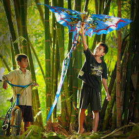 Kite by Tu Eka - People Portraits of Men
