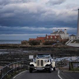Lighthouse wedding by Phil Robson - Buildings & Architecture Public & Historical ( whitley bay, northumberland, wedding car, lighthouse, st marys )