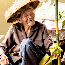 by Julie Moskal - People Street & Candids ( thailand, smile, people, travel photography )