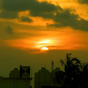sunset at kolkata by Jayanti Chowdhury - Landscapes Sunsets & Sunrises ( kolkata, canon sx 50, sunset, hight rises )