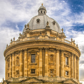 Radcliffe Camera by Matthieu Vermersch - Novices Only Landscapes ( striking, contrast, child, radcliffe camera, oxford, monument )