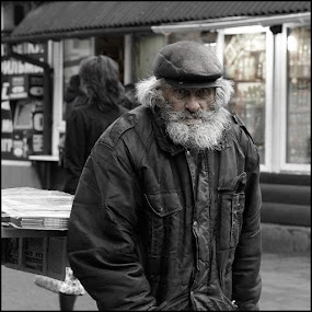 The old man with a beard                             by Dmitry Ryzhkov - People Portraits of Men ( old, street, photo, sity, man, portrait )