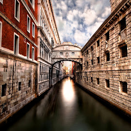 by Richard  Harris - Buildings & Architecture Bridges & Suspended Structures ( bridge of sighs )