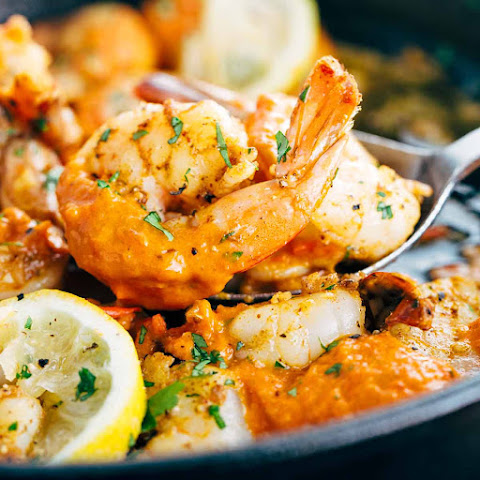 Garlic Shrimp Skillet with Roasted Red Pepper Sauce