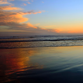 Sunset and reflections by Cristobal Garciaferro Rubio - Landscapes Beaches ( water, clouds, acapulco, reflection, mexico, pwcreflections, reflections )