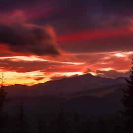 Într-o seară de vară by Adrian Urbanek - Landscapes Mountains & Hills