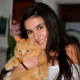 my litle girl by Guilherme  Junior - People Family ( cat, girl, portrait )