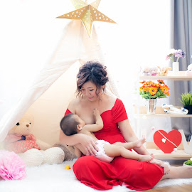 Say Yes to Breastfeeding! by Vcy Ho - Babies & Children Babies ( breasfeeding, studiophotography )