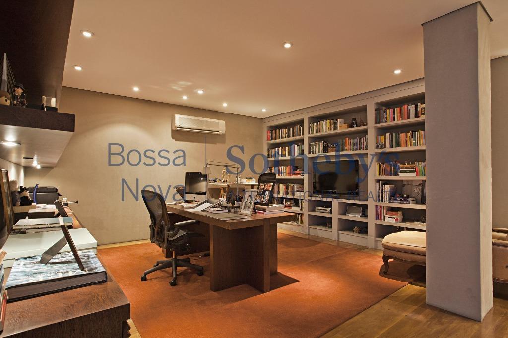 Casa impecável com projeto de Marcos Tomanik