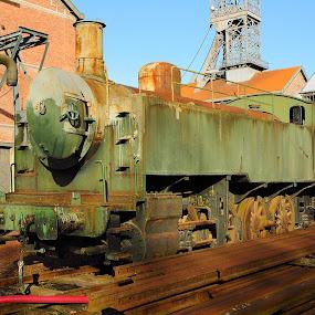 Le train de la vieille mine de charbon by Gérard CHATENET - Buildings & Architecture Decaying & Abandoned