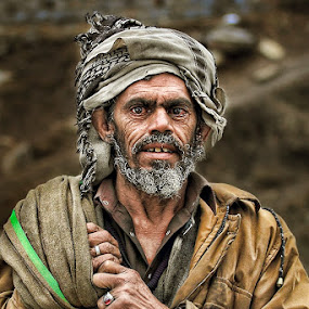 by Yuni  Khan - People Portraits of Men ( street candid, pakistan, senior citizen, yuni's photography, poor people, street photography, Travel, People, Lifestyle, Culture )