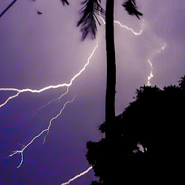 || Crack in the sky || by Sumit Majumdar - Abstract Patterns ( #lightning, #nature, #the_shutterbug )