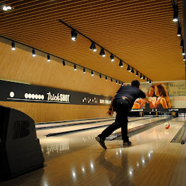 by Oana Maria - Sports & Fitness Bowling