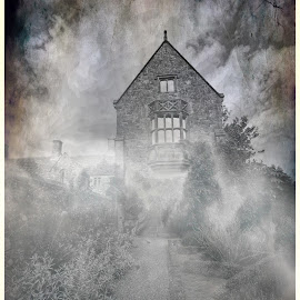 Creepy Manor by Fiona Etkin - Digital Art Places ( scary, creepy, fog, spooky, digital art, architecture, manipulation,  )