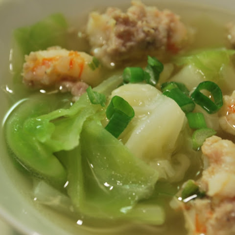Canh Bap Cai Tom Thit (Vietnamese Cabbage Soup)