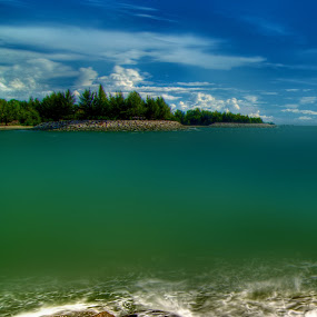 Jerudong beach by Mohamad Sa'at Haji Mokim - Landscapes Waterscapes ( water, beach )