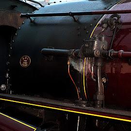 Under  pressure by Gordon Simpson - Transportation Trains
