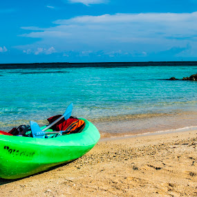 Kayak by Gato Perro Tronchatoro Krois - Novices Only Landscapes ( colombia, beach, boat, landscape, kayak )