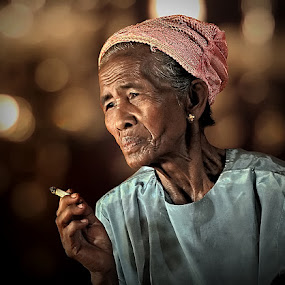 by Chal Gie - People Portraits of Women ( senior citizen )