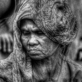 diusia senjaku aku masih berjuang by Firmansyah Goma - People Street & Candids ( woman, bw, candid, Emotion, portrait, human, people,  )