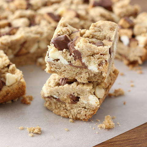 Peanut Butter Cup Crumble Bars