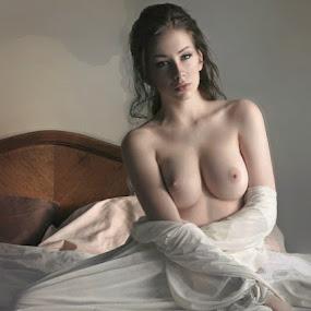 by B Lynn - Nudes & Boudoir Artistic Nude ( bedroom., scene., scenes., whites. )