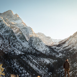 Sierra Nevada's by Logic Vang - Landscapes Mountains & Hills ( photography, mountains, adventure, overlook, wow, distance, nature, brisk, snow, me, golden hour, wild, park, whitney, national, 395, california, hour, sunlight, winter, sunset, nevada, vista, sierra, landscapes, golden, peaks )