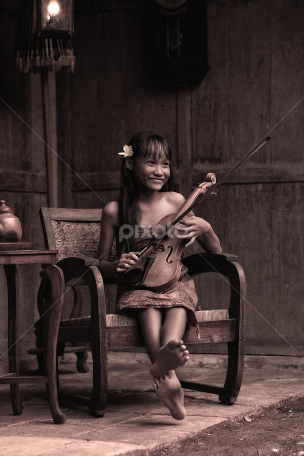 little girl by Budi Cc-line - People Musicians & Entertainers ( indonesia )