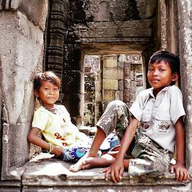 Siem Reap Kids by Filippos Petridis - Babies & Children Children Candids ( girl&boy, angor thom, traveler, kids, temples siem reap, travel photography, cambodia, siem reap )