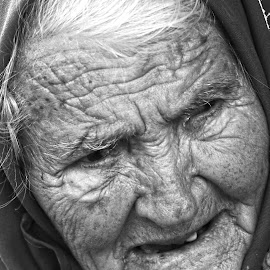 old age by Andreea Mihailiuc - Black & White Portraits & People ( woman, old, hdr, black and white, portrait )