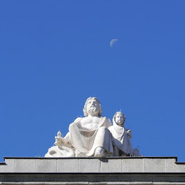 Sitting Above the Moon by Joatan Berbel - Buildings & Architecture Statues & Monuments ( moon, statues, madrid, street photography, colorful )
