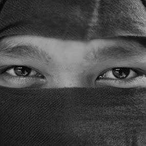 look my eyes by Bhako N Bhako - People Portraits of Men