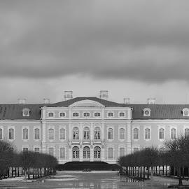 Rundale Palace B&W by Atis Kalniņš - Buildings & Architecture Public & Historical ( old palace, historical palace, rundale palace, old building, palace, historical building )