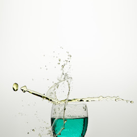 Blue & Yellow collision by Nick Vanderperre - Abstract Water Drops & Splashes