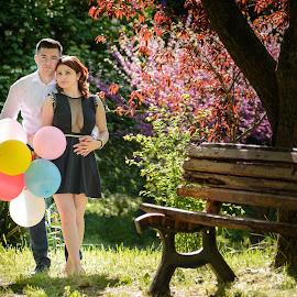 love by Mugurel Sumanariu - People Couples ( love, girl, tree, bench, park, hug, sunny, nikon, balloons, boy, couples )