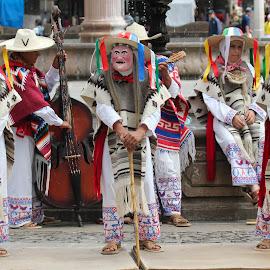 by Sergio Tohtli - People Musicians & Entertainers ( concurso elmexicodelosmexicanos, familia mexicana )