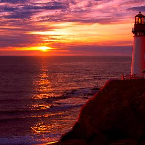SUNSET ON THE COAST by Gerry Slabaugh - Landscapes Sunsets & Sunrises ( yaquina, oregon, orange, red, silhouette, sunset, lighthouse, ocean, sunrise, coast,  )