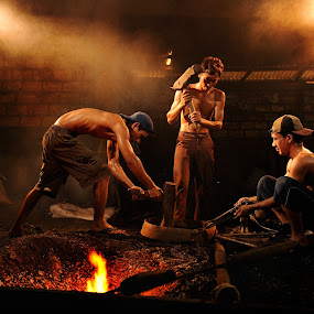 traditional gong's maker by Lie Oktevianus - People Group/Corporate