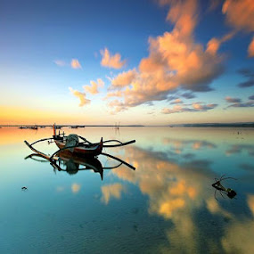 Moving Cloud by Agoes Antara - Transportation Boats